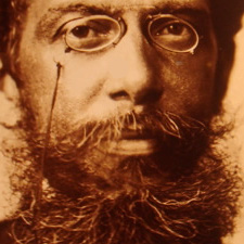 Foto reduzida close Machado de Assis