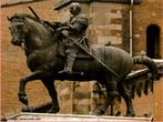 Imagem da est�tua equestre de Donatello, grande escultor que introduziu o humanismo, precedendo o naturalismo e a glorifica��o do nu. <br /><br /> Palavras-chave: Donatello. Naturalismo. G�tico. Religioso. Renascimento.