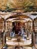 Imagem do Monumento � leitura, de St. Gallen, fundada no s�culo VII, que fica na m�ltipla fronteira de quatro pa�ses (Alemanha, Fran�a, �ustria e Lichtenstein). Constru�da entre 1758 e 1767 e com mais de 100 mil livros em seu acervo, a Stiftsbibliothek (biblioteca) � um monumento com ornamentos em madeira e metais. St. Gallen � a maior cidade da regi�o oriental da Su��a, nela fica guardado um dos maiores tesouros da literatura mundial.  <br /><br /> Palavras-chave: Monumento. Bibliot�ca. Leitura. Literatura. Arte.