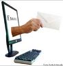 Imagem que representa a ferramenta de mensagem e-mail, utilizada para se comunicar via internet, de forma rápida e ágil. Por meio dessa imagem pode-se trabalhar com as especificidades desse gênero. <br /><br/> Palavras-chave: Gênero textual. Discurso. Linguagem verbal. Linguagem não verbal. Comunicação. E-mail. Internet.